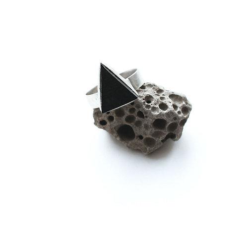 Кольцо треугольник из дерева