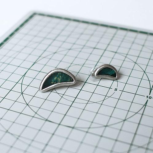 Серьги гвоздики из стекла, с деревом на лицевой стороне
