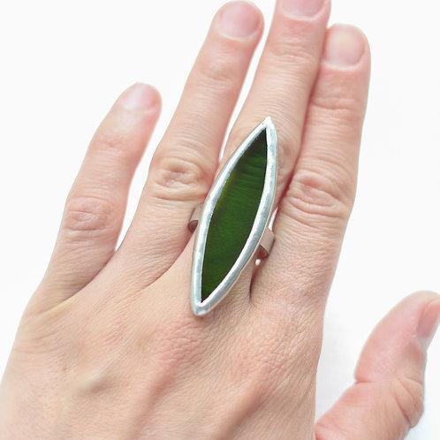 Кольцоиз полупрозрачного зеленого стекла
