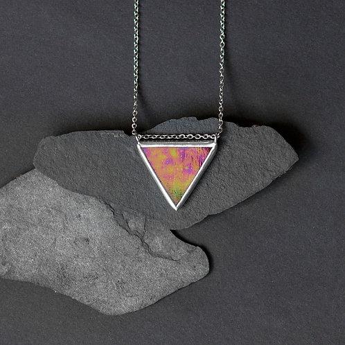 Кулон треугольник из стекла с цветным отливом