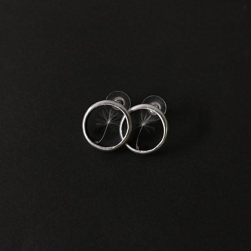Серьги-гвоздики с одуванчиком