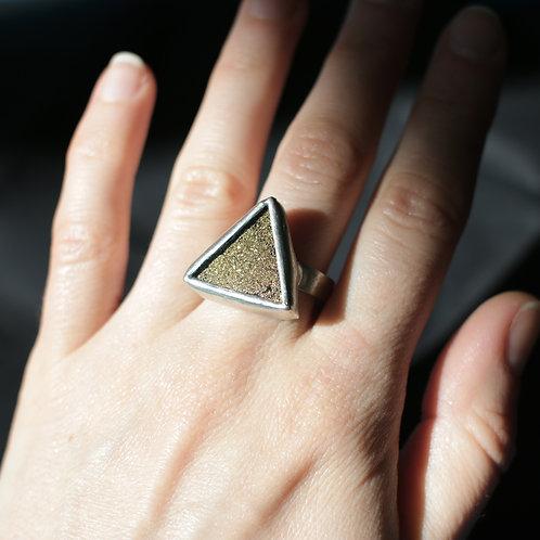 Кольцо с золотыми блестками