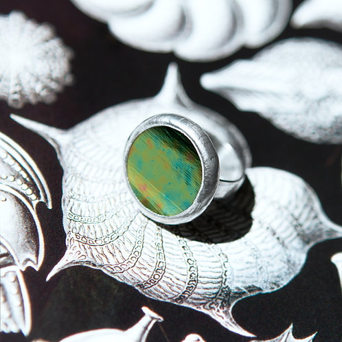 Кольцо из стекла с отливом