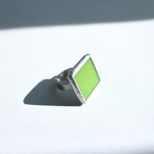 Кольцо из зеленого стекла