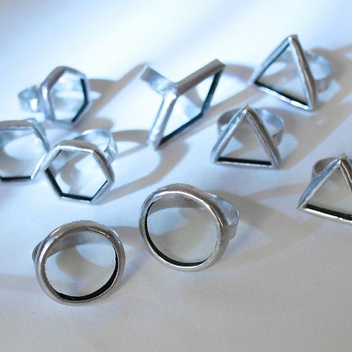 Кольца геометрических форм из прозрачного стекла