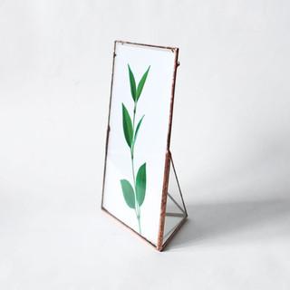 Рамка для фотографии или открыток. Также можно использовать для меню и другой полезной информации в вашем кафе, ресторане или как номерок для свадебного стола.