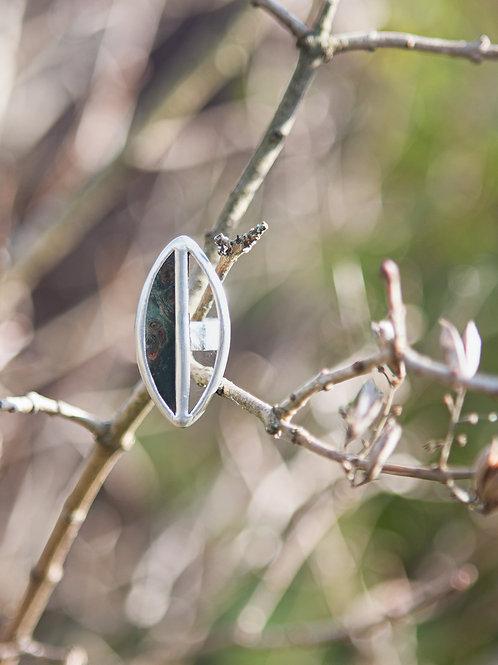 """Безразмерное кольцо  """"Метафорически исчезающий лист"""""""