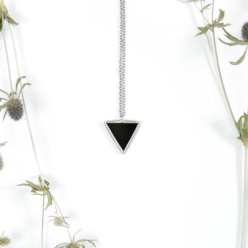 Черный треугольный кулон 2,5 х 2,5 х 2,5