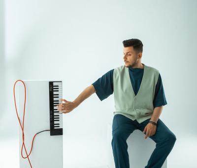 huner'in İlk Single'ı Müzikseverlerle Buluştu