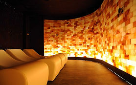 Illuminated Himalayan salt walls are not only beautiful, but also are found to improve health and wellbeing. The benefits of halotherapy, also known as salt therapy, are wide ranging. The negatively charged ions in salt improve health and mood. Inhaling particles may reduce inflammation and mucus in the lungs, improving respiratory conditions such as asthma, allergies, bronchitis, sinus congestion and Chronic Obstructive Pulmonary Disease (COPD). Scientific studies show that people with asthma and other ailments breathe easier after halotherapy.