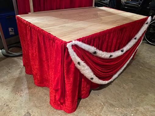 king's table skirt