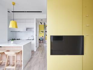 Planos amarelos fazem a diferença neste apartamento