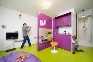 Pequeno apartamento lúdico e colorido
