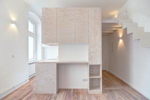 Mezanino amplia pequeno apartamento de 20 m²