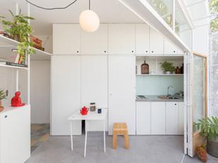 Um chanfro inutilizado de um edifício vira um charmoso apartamento