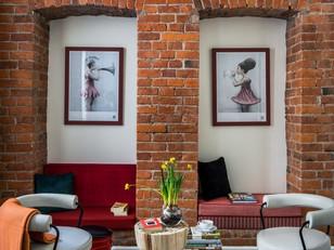 Tons quentes na decoração: tijolinho + vermelho