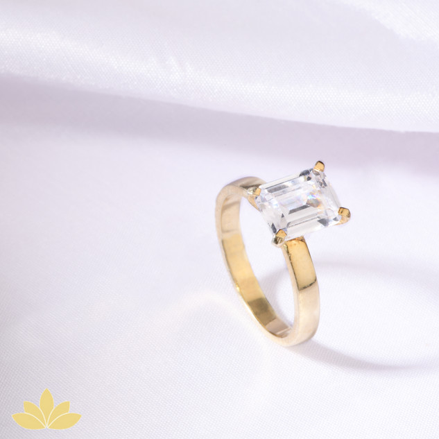 R025 - Emerald-Cut Solitaire Ring