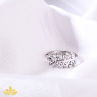 R007 - Embellished Leaf Ring