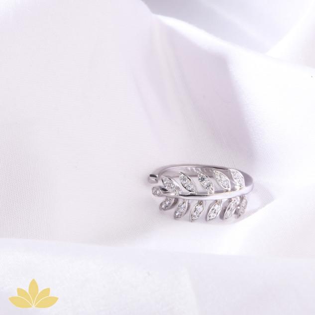 R007 - Embellished Leaf Ring