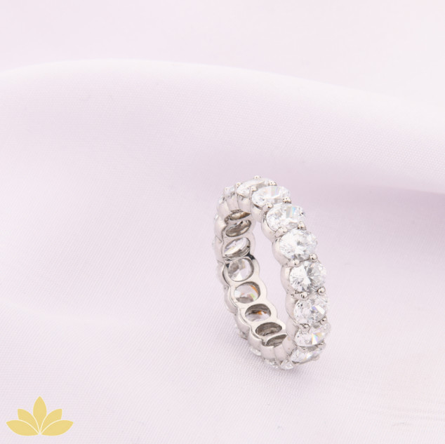 R028 - Oval Stone Ring Band