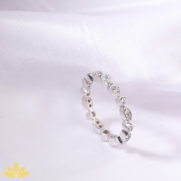 R019 - Mixed Shape Delicate Ring Band