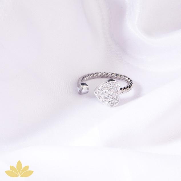 R004 - Heart Ring