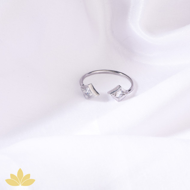 R018 - Diamond Shaped Open Ring
