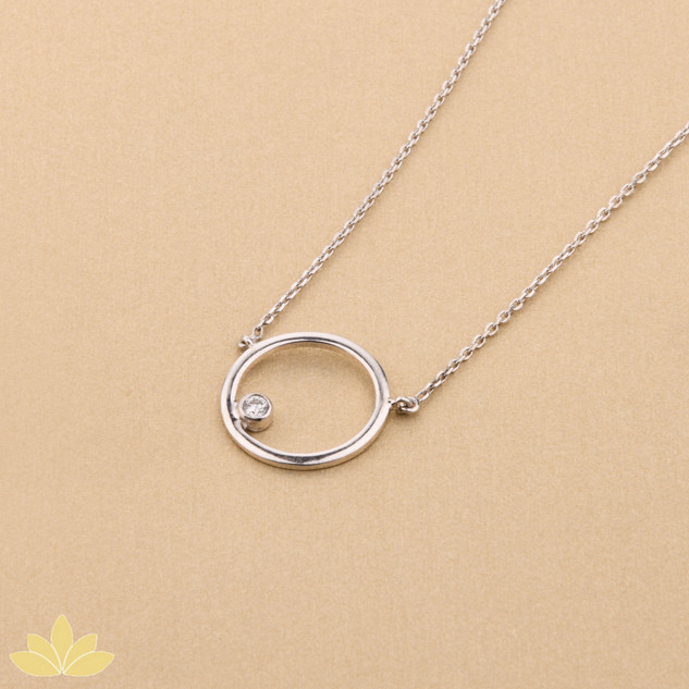 P005 - Silver Round Pendant with Single Stone
