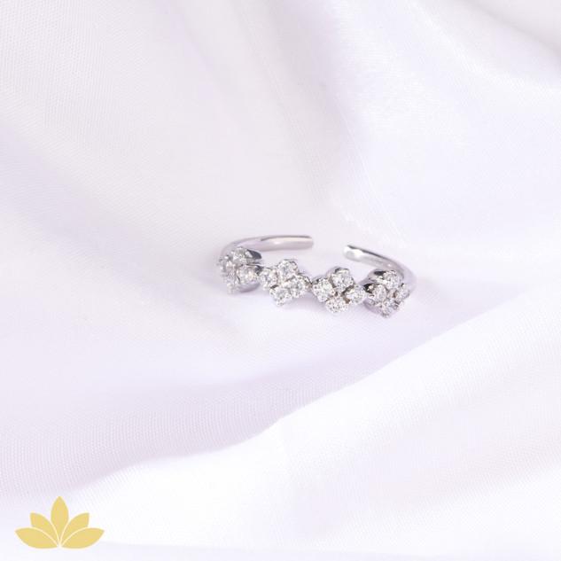 R017 - 4-Diamond Ring