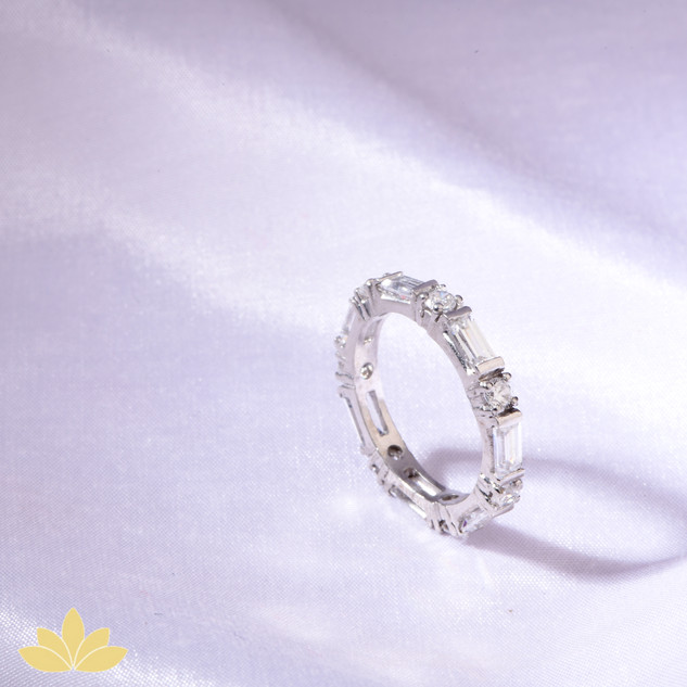 R022 - Emerald and Round Ring Band