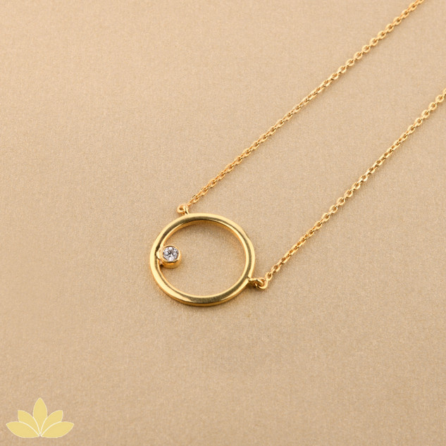P007 - Gold Round Pendant with Single Stone