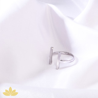 R003 - Parallel Lines Ring