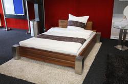 Bett Timless mit Holz