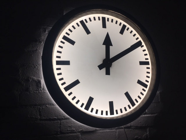 587 - Mid-Century modern station clock