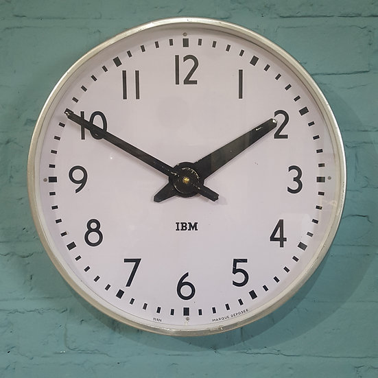 535-Typical Mid-Century Modern Wall Clock