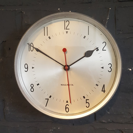 600 -1980's ENGLISH POST OFFICE WALL CLOCK