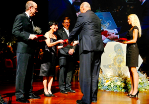 King Harald presents the 2013 Kavli Prize in Astrophysics to David Jewitt, Jane Luu and Michael Edwards Brown