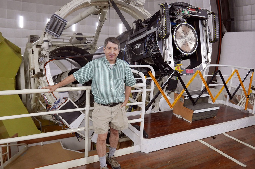 The author in front of the 3.9-meter Anglo-Australian Telescope at Siding Spring Observatory (Dan Falk)