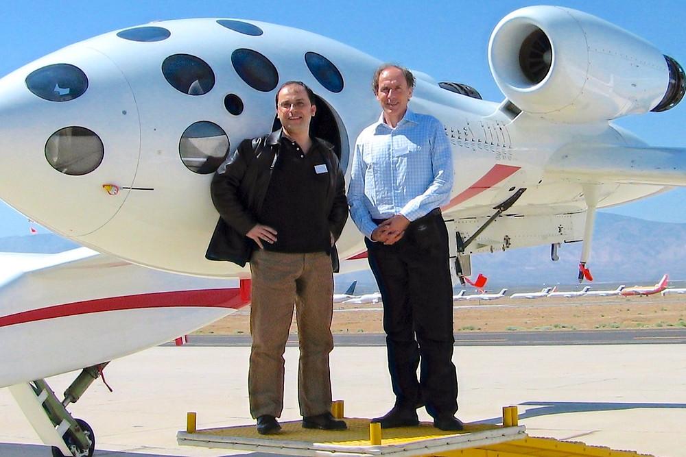 O turista espacial brasileiro Wilson da Silva com seu chefe, o neurocientista Alan Finkel.