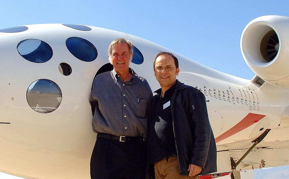 O designer da SpaceShipTwo, Burt Rutan, com o jornalista científico brasileiro Wilson da Silva