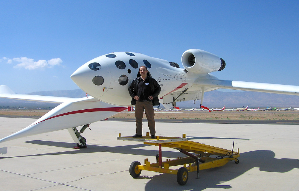 Wilson da Silva, um jornalista que vive na Austrália será o primeiro brasileiro a fazer uma viagem de turismo espacial