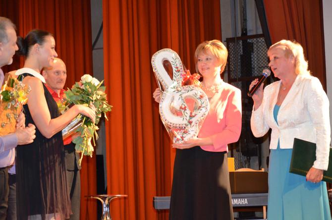 Arodbiedrība sveic savu Goda biedru koncerta laikā.