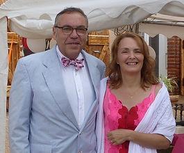Valérie et Alfred Manuel Fraysse oeuvrent à un monde d'amour et de bienveillance. Ils accompagnent le hommes et les femmes traversant des périodes difficiles à se libérer de leurs croyances limitantes