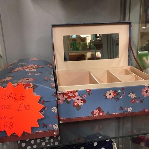 Blue flowery jewellery box