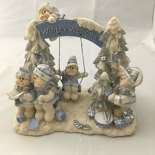 Winter welcome snowmen scene