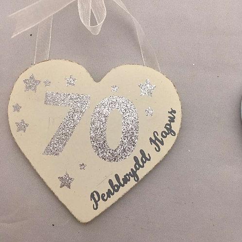 Penblwydd hapus 70th wooden heart