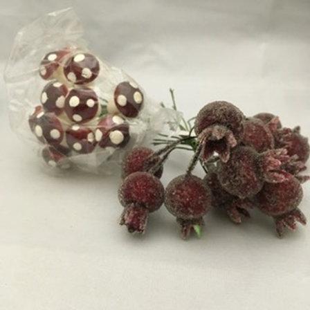 Berry/mushroom wreath accessories