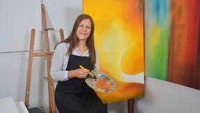 Um mundo em cada tela: A vida de uma artista plástica paraibana
