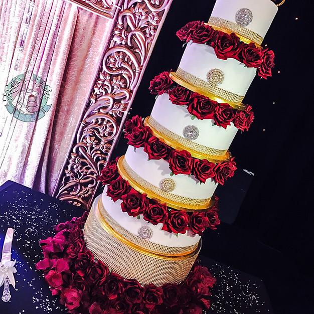 Gold Broach Wedding cake.