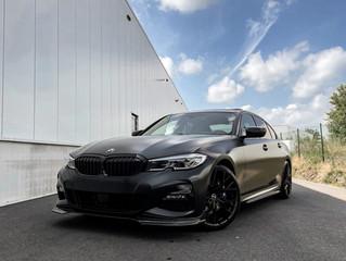 Nieuwe BMW 330i gewrapped in Satin silky black